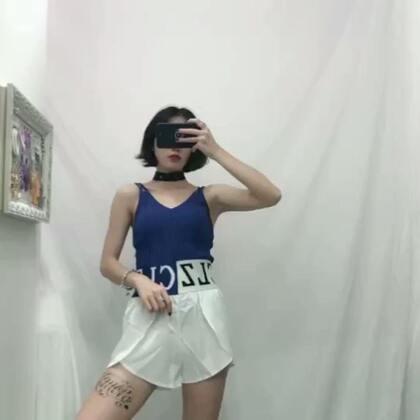 这套 好看吗 给点反应😂#穿秀##我要上热门@美拍小助手##时尚穿搭#