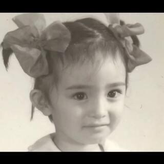 六一快来啦!一起在#童年时光机#里晒晒你童年的模样吧!!😘看看谁小时候最好看