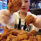 告诉桐桐!你能吃几个鸡腿🍗呢!#吃秀##我要上热门@美拍小助手##大胃王桐桐#