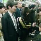 韩剧《汉莫拉比小姐》中面对骚扰和女生不应该穿着太暴露的言论,这位小姐姐的反击太解气了!❤