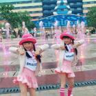 #双胎姐妹欢欢乐乐#(七岁半)#宝宝##舞蹈#,背景太美忍不住卖萌,重温经典#TT#🤟🤟