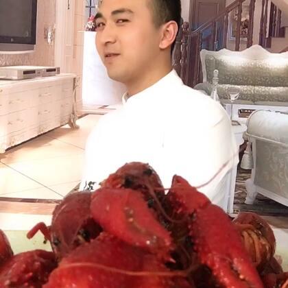 #吃秀#小龙虾,炎炎夏日,来份麻小,一头大汗,爽😄😄@美拍小助手 这回要888个赞不过分吧😄😄