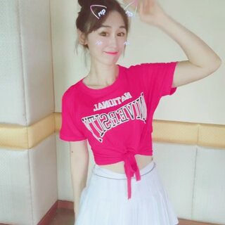 W.Jing的美拍:#学猫叫手势舞##舞蹈# 在妈妈眼