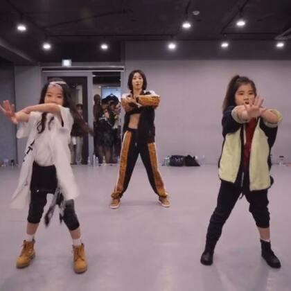 #舞蹈##1milliondancestudio# 【1M】Lia Kim编舞Ain't No Half Steppin 更多精彩视频请关注微信公众号:1MILLIONofficial 微信客服请咨询:Million1zkk