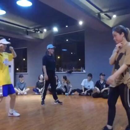 #舞蹈#最后一组面对面跳,老师说目的就是为了让对方跳错!可以说是非常紧张了!