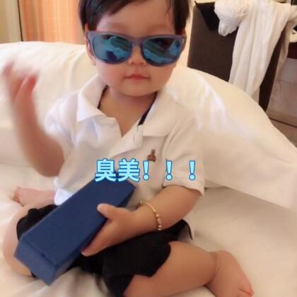 #宝宝##精选##我要上热门#超臭美的小维尼,每次只要一戴眼镜,一戴帽子,一梳头,马上就要去镜子面前照照??@宝宝频道官方账号 @小冰 @美拍小助手