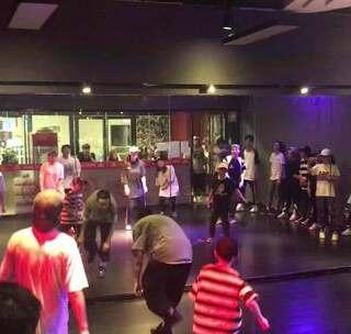 天津AE方法街舞的美拍:#天津街舞#寒假班HIP教室底仓+t+0操作中线图片