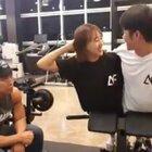 林拉拉和男朋友的健身日常 教练:你们开心就好不用管我死活??