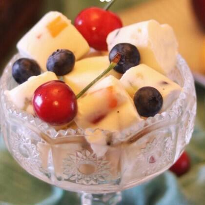 #爱美私房菜#夏天真的是各种冰的食物无处不在【酸奶冻鲜果】奶香浓郁,细腻,无冰渣,想吃啥水果就放啥水果,随心又好吃#美食##i like 美食#