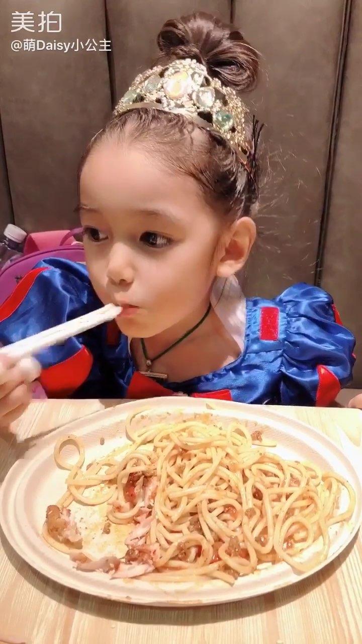 3岁8个月#萌daisy小公主##宝宝#读英语