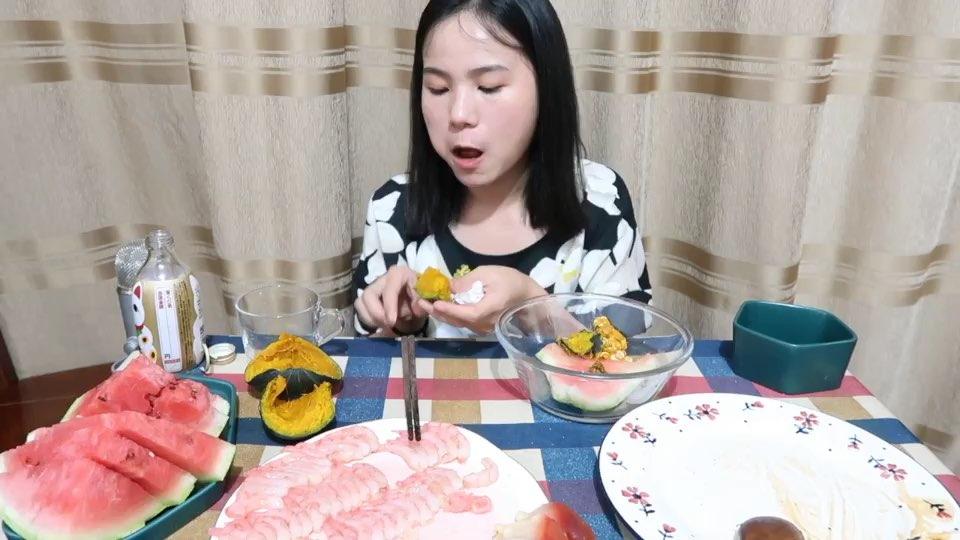 (2)吃播 鳗鱼饭 西瓜 三文鱼北极贝甜虾~@美拍小助手 #