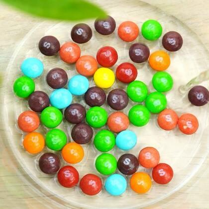 #手工#彩虹糖也会吐字母?赶快配孩子试试吧#彩虹糖##科学小实验#