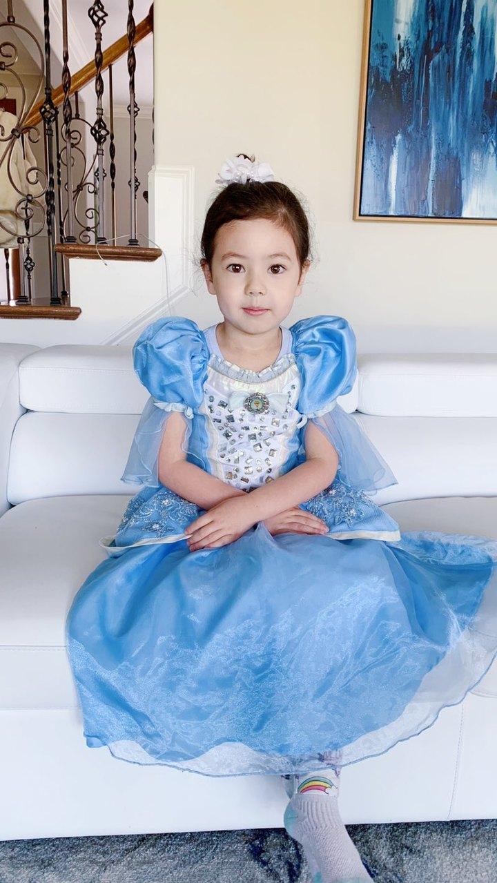 学校组织打扮成童话故事中的人物,布丁姐姐是灰姑娘👸你们觉得好看吗?#宝宝#