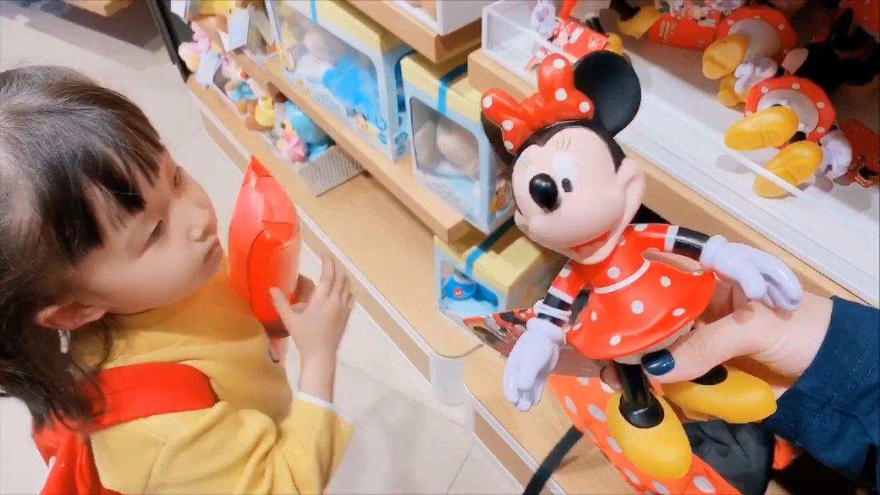 先发一段昨天的日常 送你们2个迪士尼的米奇米妮😁终于到家 睡的昏天暗地 连快递都不想拆了 一会晚上给熙熙过生日去了😁#r熙4岁了##宝宝#