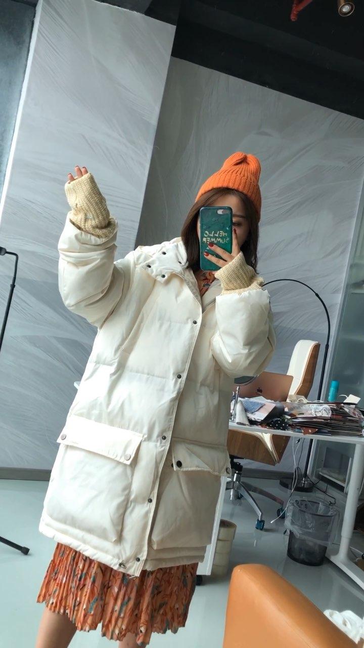 配短款外套长款外套都会好看的,等过几天多配一些发视频,这会去机场路上,广州这两天也是阴雨绵绵的#穿秀#