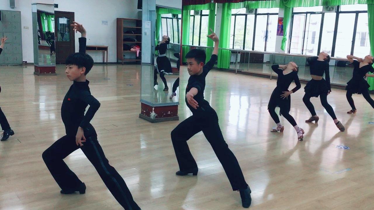 #舞蹈#男娃娃今天表现也不错哈 继续加油哟❤️晚安啦亲们 准备明天的课程啦❤️❤️❤️
