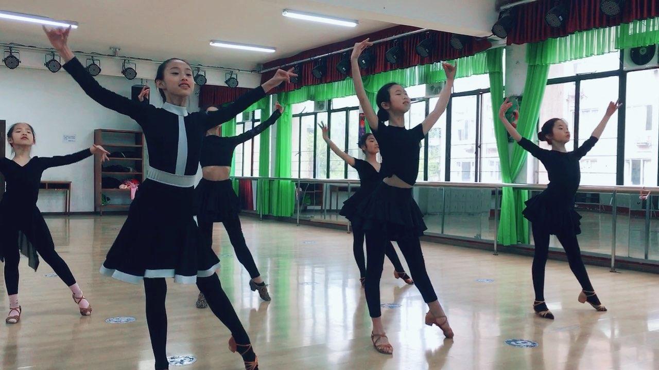 #舞蹈#今天宝贝们很美❤️❤️继续加油哟❤️❤️❤️亲们送个小心心❤️❤️