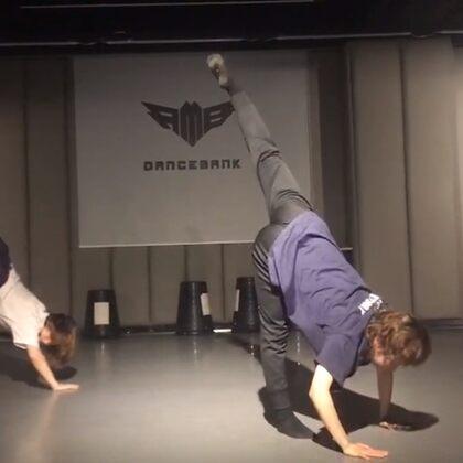 短短老斯的現代舞課~讓我仿佛回到了大一#現代舞##舞蹈##rmb dance bank#