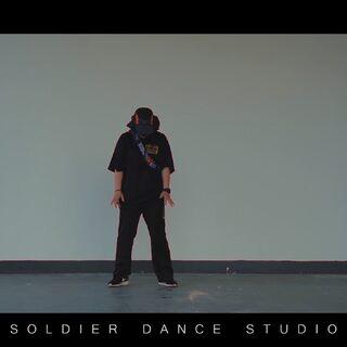 看一次就難忘的#舞蹈#非常特別的感覺!hiphop跟編舞做了結合的編排 這個視頻從頭到尾全是高能 有freestyle部分 有編排部分 有配合部分!完美~#ilovesoldier#@Soldier_joney #我要上熱門@美拍小助手#