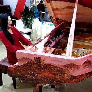 #水鋼琴惟一#用中國紅旗鋼琴????彈《我愛你中國》????????#我愛我的國##上海國際樂器展覽會#@美拍小助手