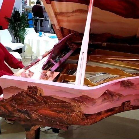 【??水鋼琴惟一美拍】#水鋼琴惟一#用中國紅旗鋼琴????...