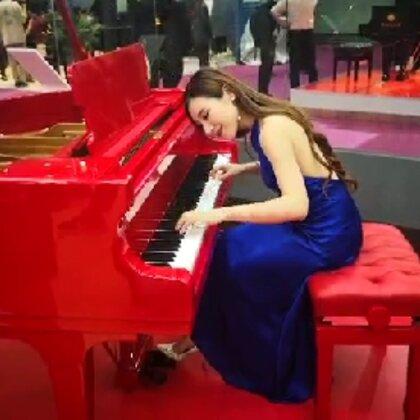 #水鋼琴惟一#在國際樂器展演奏原創作品<Happy>@美拍小助手 #鋼琴##原創音樂#
