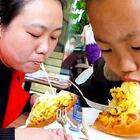 带孩子进城吃大餐 #我要上热门##美食##农村#