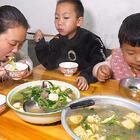 儿媳煮两大盆麻辣烫,孩子嫌弃不够辣,还好婆婆喜欢 #我要上热门##美食##农村#