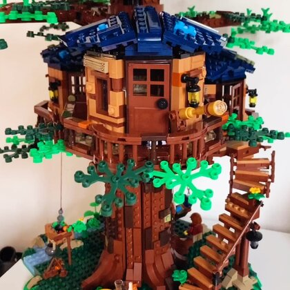 從來不搭樂高的我,繼老友記的cafe之后,竟然又用了一天半完成了更大的樹屋,別說還挺有成就感。 不得不宅在家的日子,你們都做了什么呢?#宅女##樂高##宅家的日常#