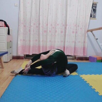 #舞蹈基本功練習#今天然然主要練習腳背??希望這樣天天練習有很好的效果??感謝美拍有你??