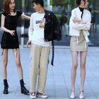 小哥哥也太幸福了,要是你,這兩位長腿美女你會選擇誰呢#穿秀##我要上熱門#@美拍小助手