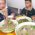 做雞湯蕎麥面,加上生菜煮一大鍋,一家人吃撐了 #我要上熱門##美食##農村#