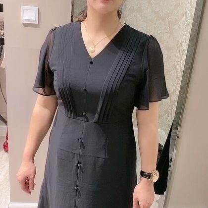 #日常#福建都夏天了,悶熱,今天帶老媽買了2件裙子。哈哈哈就是價錢有點小貴??媽媽喜歡最重要,今年還沒給老媽買過衣服。麥都面包真都還不錯。