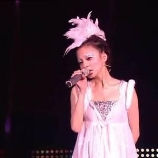 張韶涵演唱會上唱《遺失的美好》唱到淚流,看哭了!??