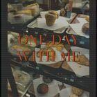 今天吃了沙拉,咸奶油。下雨了,坐到了落地窗吧臺的位置,我選的,因為我要記住現在的時光