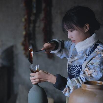 【視頻福利:從轉評贊分享里逮30個小朋友送李子柒七彩豆漿一份https://college.meipai.com/welfare/a947a8fec4eb3db0】現如今,這個歷經三千年的非物質文化遺產,已經成為我們每個家庭餐桌上少不了的調味品。柴米油鹽醬醋茶,這才是我們中國人的一日三餐!#美食# #古香古食#