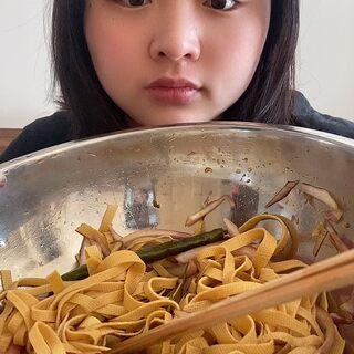 饅頭+涼菜 現在的生物鐘完全混亂,這是第一頓飯??#我要上熱門@美拍小助手##北漂生活#