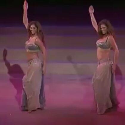 超級精彩的#肚皮舞#經典雙人視頻,雖然畫質不太好,但是內容絕對精彩!#舞蹈##東方舞#