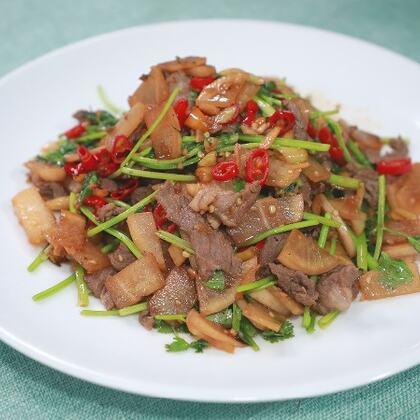 酸蘿卜本就是一道開胃的泡菜,配上辣椒加牛肉一炒真是絕了#黃掌勺##美食##炒牛肉#