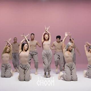 #MAMAMOO华莎 - Maria#舞蹈版[BE ORIGINAL] ,舞蹈版也是一窝蜂的上啊😂半夜突袭,实测在线人数😂#舞蹈##敏雅韩舞专攻班#http://www.minyacola.com/
