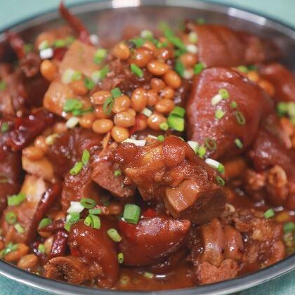 黃豆燒豬腳很多人都愛吃,它不僅是一道餐桌的美味,還是早餐粉面的碼子#黃掌勺##美食##黃豆燒豬腳#