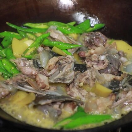 優質的食材不需要過多的調料襯托,簡簡單單幾種配料就能做出美味#黃掌勺##美食##青椒燜甲魚#